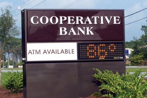 freestanding-signs-coop_bank